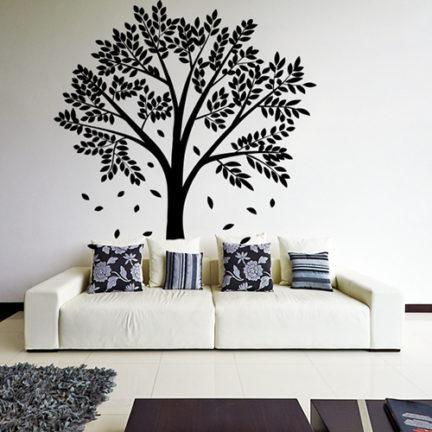 seinakleebis langevate lehtedega puu.jpg